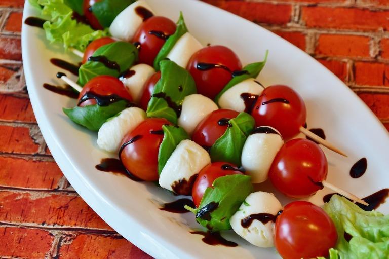tomato-mozzarella-2367016_1280